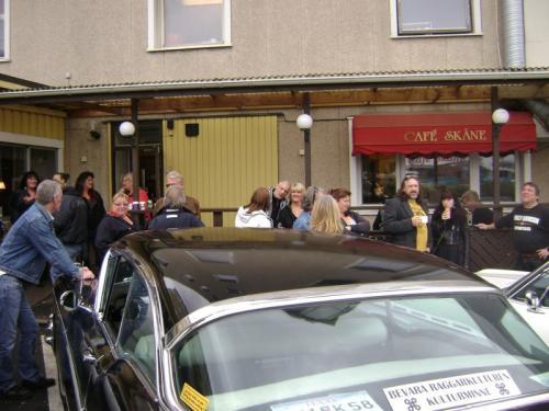 061-gamla-raggare-samlade-pa-cafe-skane-2010-008