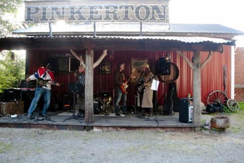 071-skaggtown-boneknackers-spelning-pa-nl-corral